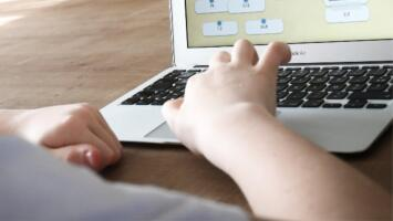 42% de estudiantes del distrito escolar de Houston reprobó alguna materia durante las clases virtuales