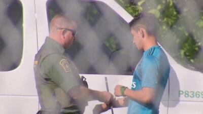 Balseros cubanos que llegaron al sur de Florida son detenidos por las autoridades
