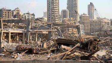 Poderosa explosión en la capital de Líbano deja al menos 137 muertos y unos 5,000 heridos