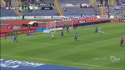 Lobos tenía una clara oportunidad de gol, pero Ayala salva