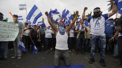 Cientos de manifestantes salen a las calles de Managua exigiendo la libertad de los detenidos en las protestas