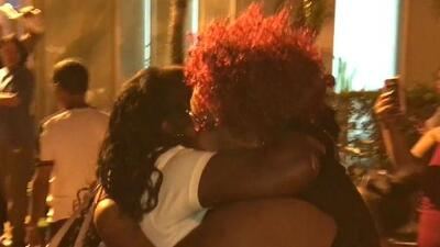 Emotivo reencuentro de 41 balseros cubanos con sus familiares al llegar a Miami
