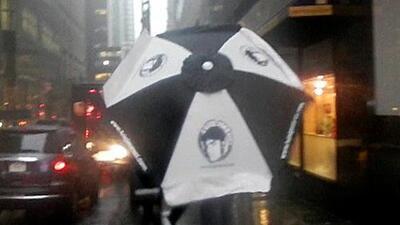 Alexis de X 96.3 se protege de la tormenta en Manhattan