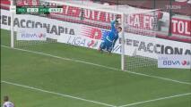 ¡Atajadón de Camilo! Vargas vuela y le quita el gol a Rodrigo Salinas