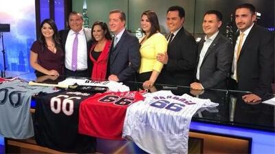 Así homenajearon los equipos de Chicago a Jorge Barbosa en su último día en Univision