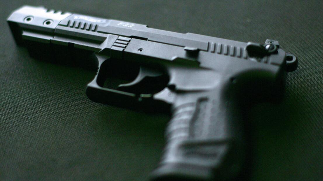 Evita tragedias: si tienes armas en casa sigue estas recomendaciones para que los niños no accedan a ellas