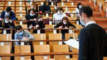 Hay ayuda disponible para alumnos de universidades y colegios comunitarios afectados por la pandemia