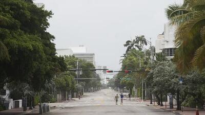 Con la alerta del huracán Irma, las calles de Miami Beach se asemejan a un pueblo fantasma