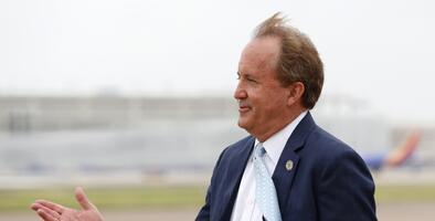 El fiscal de Texas recibió 25,000 dólares de una firma de abogados ligada a uno de sus donantes