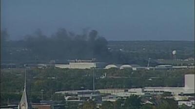 Se estrella una avioneta contra un edificio del aeropuerto en Wichita, Kansas