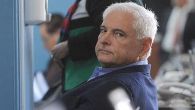Encadenado de pies y manos comparece en corte de Miami el expresidente de Panamá Ricardo Martinelli