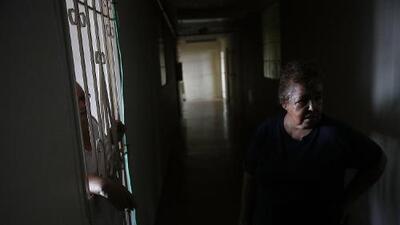 Los efectos de los prolongados cortes de energía en la salud mental de los puertorriqueños