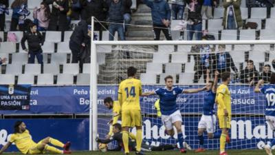 Oswaldo Alanís participa en victoria del Real Oviedo que lucha por el ascenso
