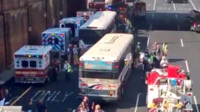 Choque entre dos autobuses en el Lincoln Tunnel dejó a 20 pasajeros heridos