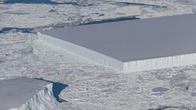 No es Photoshop: este impresionante iceberg rectangular es real (y hay una explicación científica)