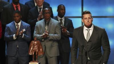 J.J. Watt es reconocido como Hombre del Año Walter Payton de la NFL