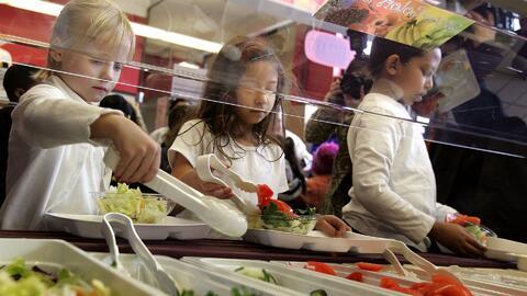 'Área de la Bahía en un Minuto': inició el programa de almuerzo gratuito para los menores de 18 años de edad en San José