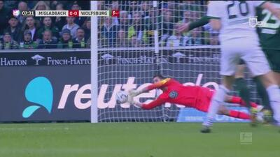 ¡Atajadón! Casteels voló y salvó al Wolfsburgo del primero