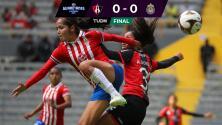 Chivas y Atlas empatan sin goles en un juego muy ríspido