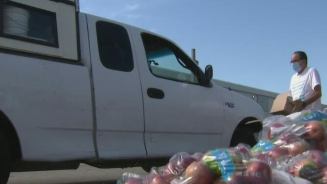 """""""Tenemos crisis de comida"""": algunos centros de distribución de alimentos se quedaron sin suministros"""