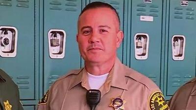 """""""Era trabajador y amado por muchos"""": dolor y tristeza tras la muerte del sheriff de Los Ángeles baleado en la cabeza"""