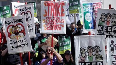 Huelga de maestros en Oakland entra en su segundo día; profesores y Distrito Escolar retoman negociaciones