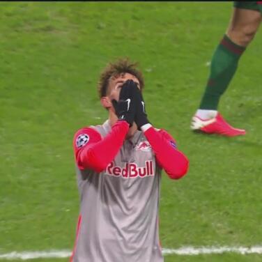 ¡Le anulan gol al Salzburg! Mergim Berisha estaba en fuera de lugar