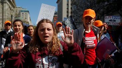 Estudiantes de todo el país abandonan sus clases para conmemorar la masacre de Columbine e impulsar un mayor control de armas