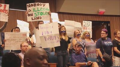 Presencia de activista antiinmigrante marca reunión para discutir programa 287(g) en Gwinnett