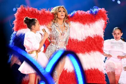"""El pasado viernes en ' <b><a href=""""https://www.youtube.com/watch?v=WkbfBtm9tsU"""" target=""""_blank"""">Tonight show friday starring Jimmy Fallon</a></b>', Jennifer López habló del show de medio tiempo del Super Bowl LIV, en donde su hija tuvo una participación especial y dijo que le gustaría ser como ella <b> </b>porque tiene """" <b>el gen del performance</b>""""."""