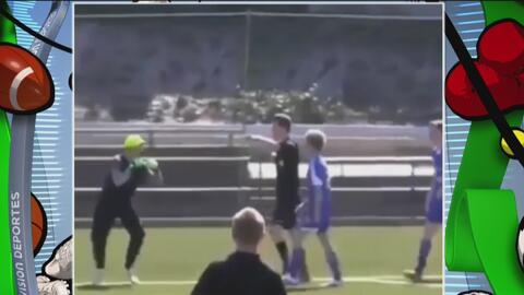 Portero se enfureció porque le celebraron un gol en la cara y armó la trifulca