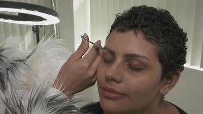 'Dono mis cejas', la iniciativa de una joven para ayudar a las mujeres que sufren de cáncer
