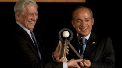 Vargas Llosa recibe en México el premio Carlos Fuentes