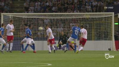 ¿Es defensa central? Krystian Bielik metió el 1-0 de Polonia a Italia con volea de goleador