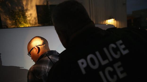 ICE utilizó una base de datos privada para perseguir violaciones a la ley de inmigración