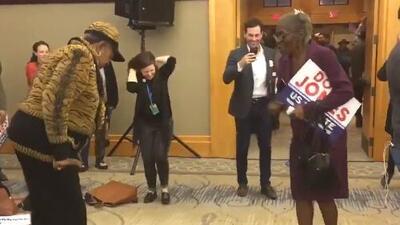 El baile de las mujeres negras celebrando el triunfo de Doug Jones en Alabama