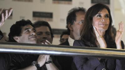 Maradona envía flores a la presidenta de Argentina