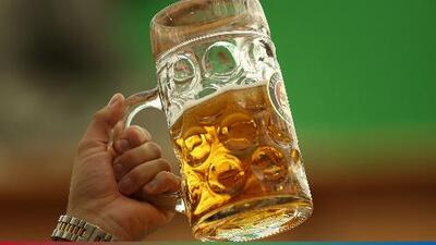 Un hombre promete beber solamente cerveza durante la Cuaresma