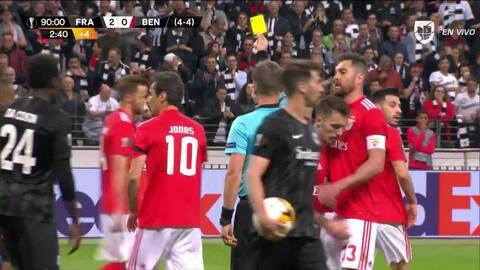 Tarjeta amarilla. El árbitro amonesta a Jonas de Benfica