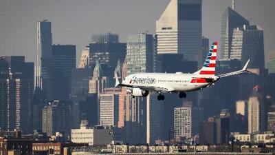 Un vuelo de American Airlines regresa de emergencia al aeropuerto JFK tras el daño de un ala