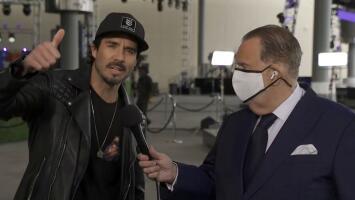 José Ron le cuenta a Raúl cómo se siente previo a su debut como conductor en el pre-show de los Latin GRAMMY