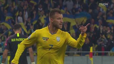 ¡Agarran dormida a la defensa! Yarmolenko anota el segundo para Ucrania