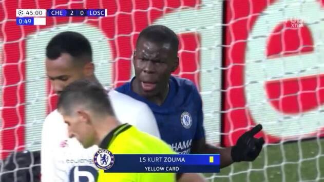 Tarjeta amarilla. El árbitro amonesta a Kurt Zouma de Chelsea