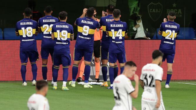 Jugadores de Boca Juniors dedican gol a Maradona con su hija de testigo