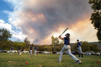 La densa capa de humo del 'Valley Fire' puede apreciarse desde varios puntos del condado de San Diego. <br>