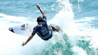 Gobernador Jerry Brown firma proyecto de ley que decreta el surf como el deporte oficial de California
