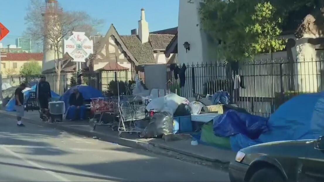 Desamparados, edificios vacíos y pandillas: el drama que se vive en Hollywood a causa de la pandemia