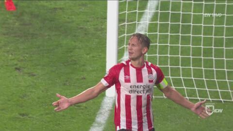 De 'cabeza' a la Champions: Luuk de Jong pone el 2-0 tras rematar un gran centro