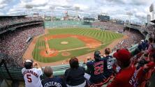 Organista de los Red Sox toca en casa canciones de Fenway Park