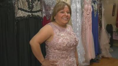 Jomari Goyso sorprende a una madre y a su hija: las ayuda a escoger el vestido para una ocasión especial